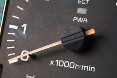 老和肮脏的车头表测量仪 库存图片