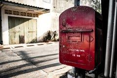 老和肮脏的邮箱 免版税库存照片