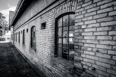 老和脏的谷仓房子 图库摄影