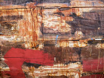 老和色的小船木船身细节和特写镜头,与镇压的老绘画和木纹理 免版税库存照片