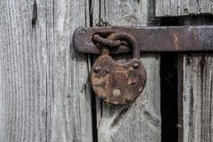 老和葡萄酒生锈的挂锁 免版税图库摄影