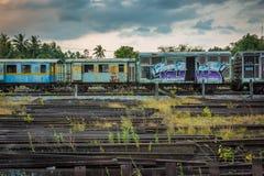 老和被放弃的旅客列车 免版税图库摄影