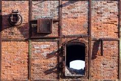 老和被放弃的熔炉在一个矿在撒丁岛 库存照片