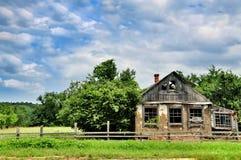老和被风化的多孔黏土传统房子 库存照片