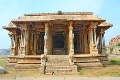 老和被破坏的印地安寺庙,亨比,印度 库存照片