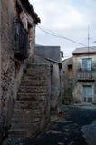 老和离开的老村庄 图库摄影
