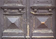 老和破旧的棕色门纹理 库存照片