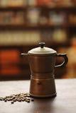 老咖啡壶 免版税图库摄影