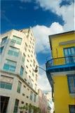 老哈瓦那市丝毫五颜六色的大厦 库存照片