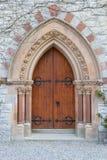 老哥特式被成拱形的门 免版税库存图片