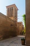 老商人处所的微小的巷道Bastakiya在迪拜 免版税图库摄影