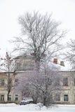 老商人房子在冬天,市的都市风景罗斯托夫Veliky 免版税库存图片