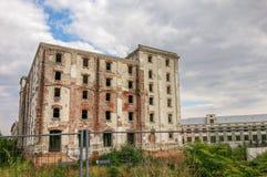 老啤酒厂bragadiru的废墟从布加勒斯特的 库存照片