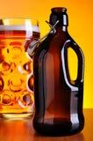 老啤酒瓶 库存图片