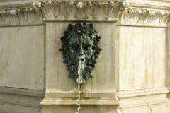老喷泉的细节 免版税库存图片