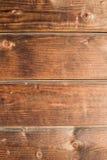 老土气木背景,棕色木纹理垂直 库存图片