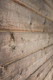 老土气木背景,棕色木纹理垂直 免版税库存图片