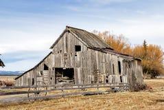 老土气谷仓在国家 库存照片
