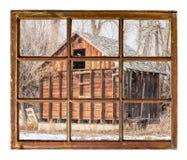 老土气谷仓窗口视图 免版税库存照片