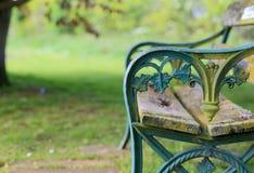 老土耳其玉色绘了生铁庭院长凳 库存照片