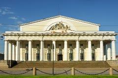 老圣彼得堡联交所(证券交易所)的门廓 免版税图库摄影