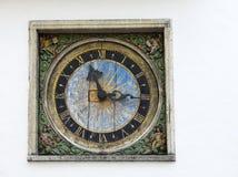 老圣灵教会的墙壁中世纪时钟,塔林,爱沙尼亚 库存照片