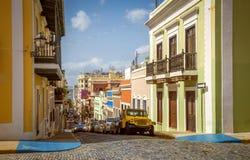 老圣胡安五颜六色的房子和街道  图库摄影