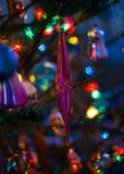 老圣诞树` s玩具,冰柱 图库摄影