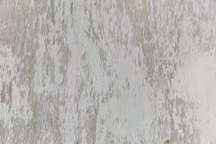 老在一个木板的削皮白色油漆 免版税库存图片