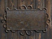 老在葡萄酒木门3d例证的金属片或标志 免版税图库摄影