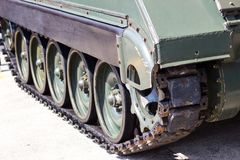 老坦克轮子,公开展示 免版税库存照片