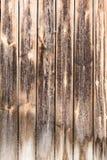 老垂直的被风化的板,黑暗的古色古香的木盘区纹理,装饰抽象背景 免版税库存图片