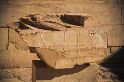 老埃及象形文字在石头雕刻了 免版税库存照片