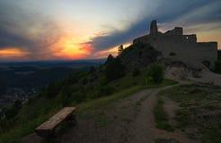 老城堡和日落 库存照片