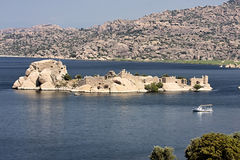 老城堡的废墟在湖Bafa,土耳其的 图库摄影