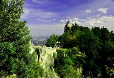 老城堡的看法,圣马力诺,城堡的美丽的景色 免版税库存图片