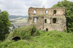 老城堡的被破坏的墙壁 库存图片