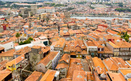 老城市和大教堂屋顶在波尔图,葡萄牙 免版税库存照片