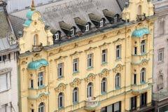 老城市大厦的门面在萨格勒布 免版税库存图片