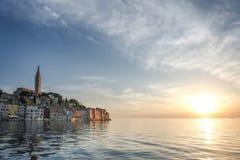 老城市核心在日落的罗维尼 免版税库存照片