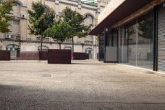 老城市的办公室街道 免版税图库摄影