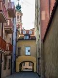 老城市的历史街道在华沙 库存照片