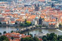 老城市的地平线的看法在布拉格 免版税库存图片