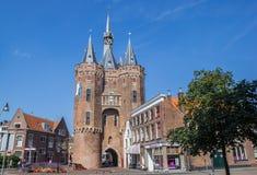 老城市门Sassenpoort在历史名城兹沃勒 库存图片
