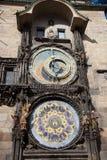 老城镇厅和天文学时钟 库存图片
