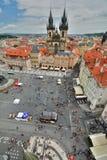 从老城镇厅塔的老镇中心视图 布拉格 cesky捷克krumlov中世纪老共和国城镇视图 库存照片