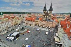 从老城镇厅塔的老镇中心视图 布拉格 cesky捷克krumlov中世纪老共和国城镇视图 库存图片