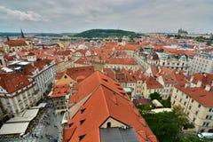 从老城镇厅塔的西部看法 布拉格 cesky捷克krumlov中世纪老共和国城镇视图 免版税库存照片