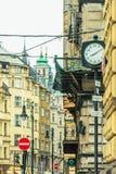 老城镇街道的视图在布拉格的中心,捷克语 免版税库存图片