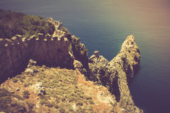 老堡垒和地中海在阿拉尼亚,土耳其 图库摄影
